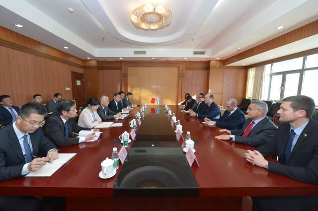 科技部部长王志刚会见以色列创新署主席阿贝尔鲍姆